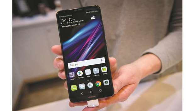 Smartphone makers seek export incentives to grow India