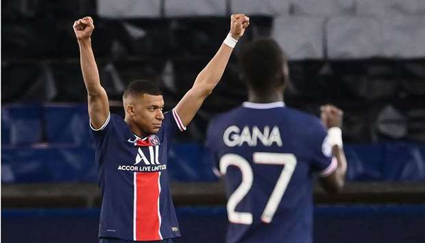 (From L) Paris Saint-Germain's French forward Kylian Mbappe, Paris Saint-Germain's Senegalese midfie