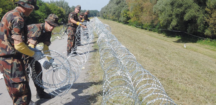 Croatia busses migrants to border with Hungary