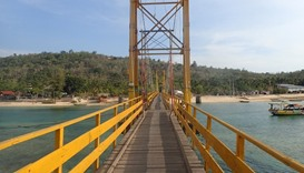 "The ""Yellow Bridge"" which connects Nusa Lembongan and Nusa Ceningan"