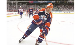 Gretzky skates for Oilers again in outdoor alumni loss