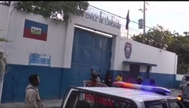 Security personnel in front of the Arcahaie prison after the escape of prisoners