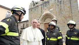 Pope in surprise visit to quake-hit Italian village