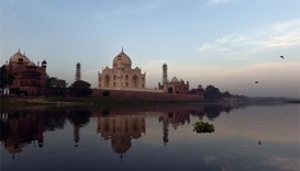 Yellowing Taj Mahal to go under scaffold for 'mud pack'
