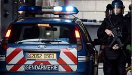 Police arrest 5 after homemade bomb found in Paris