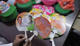 Indian holds election campaign fans theg Bharatiya Janata Party (BJP) (R) and Indian National Congre