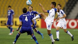 Suad Natiq Naji (L) of Iraq fights for the ball with Eugeneson Lyngdoh of India