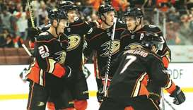 Ducks' power-play clicks in victory over Canucks 4-1