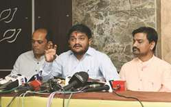 Congress finally seals deal with Hardik Patel