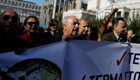 Greek public sector workers strike for higher pay