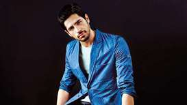 Fanboy in me for Big B, SRK will never die, says Sidharth