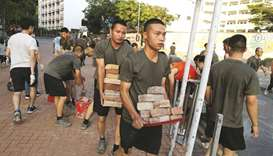 Chinese soldiers help clean up HK streets