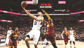 Spurs get 32nd straight at home by snapping Cavs' run