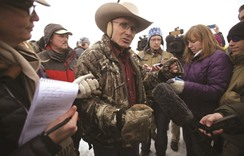 Oregon standoff turns violent as occupier killed