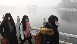 China smog shuts highways, causes flight cancellations