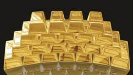'Central-bank bashing has gold only asset safe from meddling'