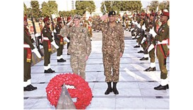 US General Joseph Votel, accompanied by Pakistan Army Chief General Qamar Javed Bajwa, paying homage