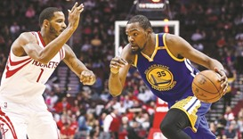Durant,  Curry help Warriors maintain winning run