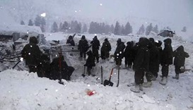 Five Indian soldiers trapped under snow near Kashmir border