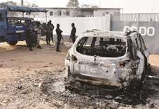 Soldiers loot arms, burn base in Ivory Coast's second city