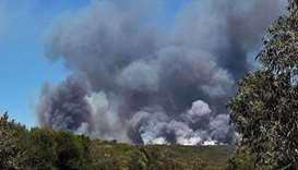 Park visitors rescued from bushfire as heatwave strikes Australia