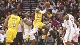 James scores 31 as Lakers shoot down Rockets