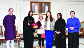 Qatar Chamber board member Ibtihaj al-Ahmadani handing over a token of recognition to Princess Beatr