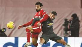 Liverpool's Egyptian midfielder Mohamed Salah (L)
