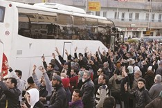 Hundreds of fighters, civilians evacuated from Syrian towns