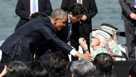US President Barack Obama and Japanese Prime Minister Shinzo Abe greet Pearl Harbor survivors