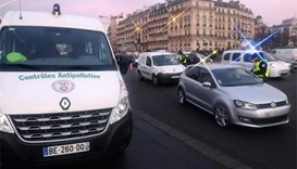 Unruly drivers undermine Paris pollution ban
