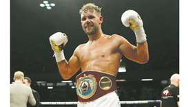 Saunders dominates Lemieux to keep crown