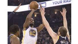 Kevin Durant leads Warriors over Utah, Cavs fall to Kings