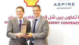 Managing Director and Chairman of Qatar Shell Andrew Faulkner (left) with Ivan Bravo, Director Gener