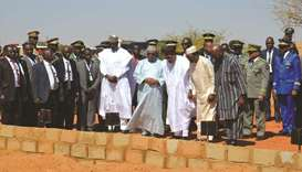 The leaders of various Sahel nations pray in front of the graves of the fallen soldiers in Niamey, y