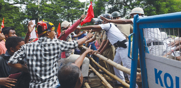 Police and farmers clash after rally called by the opposition Left Front turned violent in Kolkata y