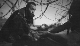 Image of baby at barbed wire fence wins World Press Photo