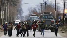 Kashmir attack-residents run