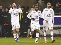 Lyon win 2-1 to end PSG's unbeaten run