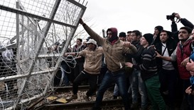 Migrants try to storm Greece-Macedonia border fence