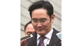 The scion of South Korean giant Samsung appeared in court yesterday as judges deliberate a second at