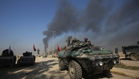 Iraqi troops advance towards Mosul's southern neighbourhood of Jawasaq.