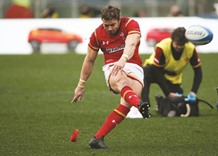 Halfpenny shines bright as Wales late show stuns Italians