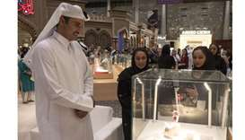 Emir visits jewellery and watches exhibition