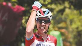 Jungels takes lead with stage 4 win
