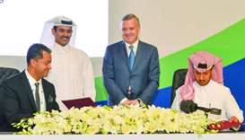 Nakilat CEO Abdullah al-Sulaiti signs the agreement in the presence of HE al-Kaabi and officials fro