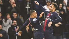 Paris Saint-Germain's Layvin Kurzawa (R)