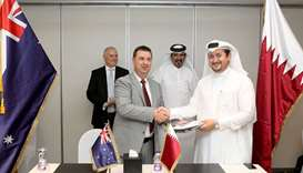 Ahmed bin Towar and Dr Wabenhorst witness a signing ceremony between Qatari and Australian entrepren