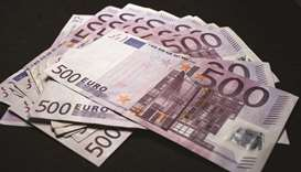 Money managers expect more weakness in euro