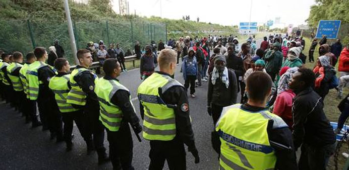 16 French police hurt in clash with Calais migrants